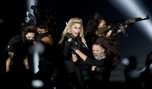 Krzyż, kadzidło i wielkie show: co pokaże Madonna na Narodowym?