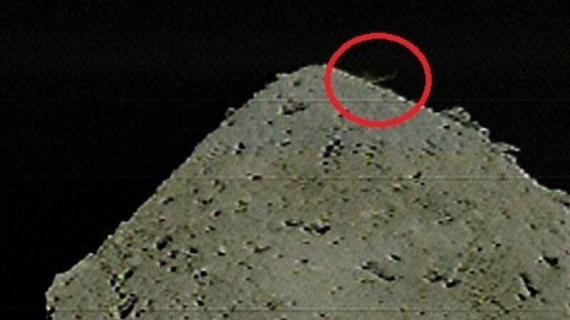 Zbombardowana asteroida Ryugu (JAXA)