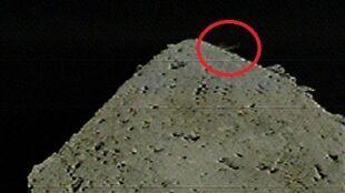 Japońska sonda zbombardowała asteroidę