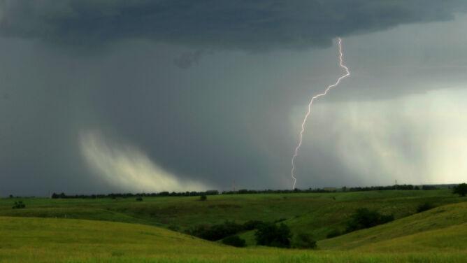 Prognoza pogody na dziś: ciepły dzień z gwałtownymi burzami