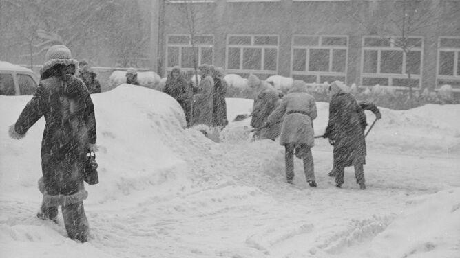 """""""Jakby człowiek trafił na Grenlandię"""". Co o zimie stulecia mówią ci, którzy ją przeżyli"""