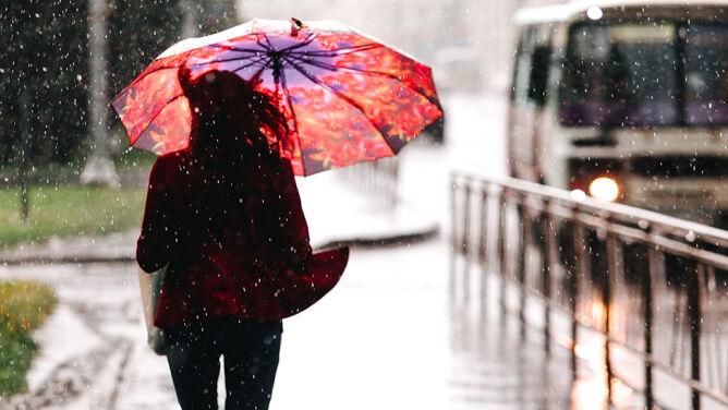 Prognoza pogody na dziś: deszczowa niedziela. Miejscami poprószy śnieg