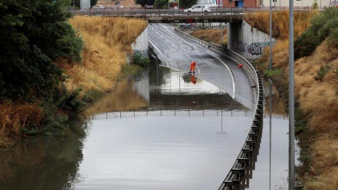 Ulewy w Madrycie. <br />Zamknięte metro, zalane ulice