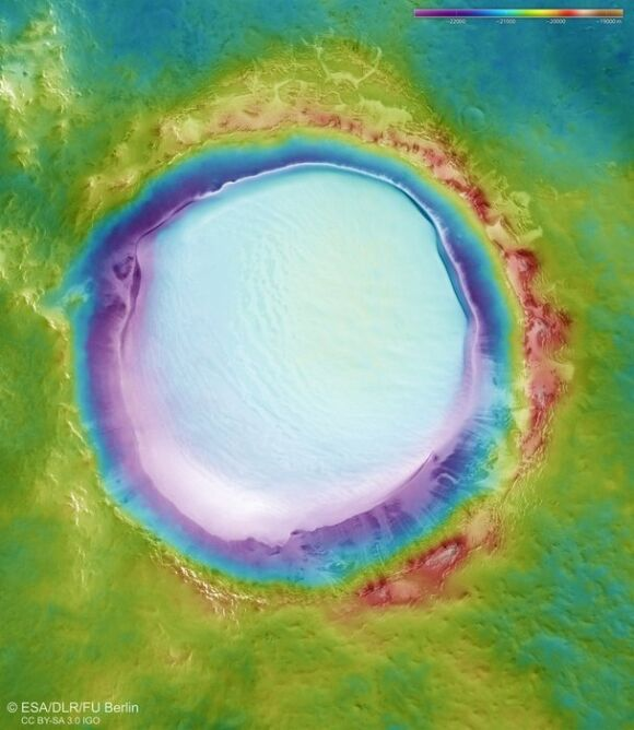 Topografia krateru Korolowa (ESA/DLR/FU Berlin, CC BY-SA 3.0 IGO)