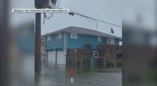 Zalane ulice Teksasu po przejściu burzy tropikalnej Bety